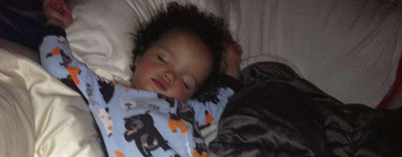 Monroe es todo un angelito durmiendo.