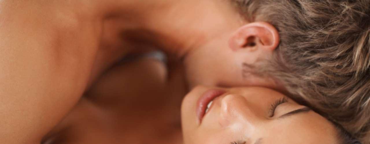 Todas tenemos nuestro truquitos particulares para vernos, sentirnos y actuar sexi. Te compartimos algunas técnicas que sin duda excitarán a tu pareja.