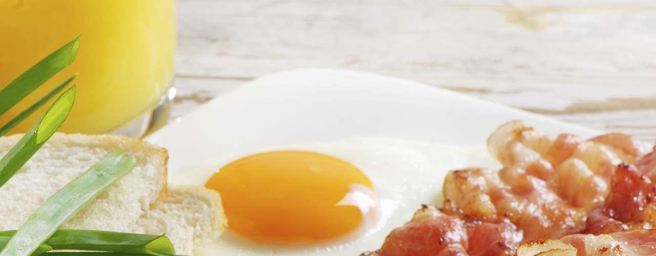 Huevos: Algunos estudios demuestran que la cisteína, una sustancia presente en el huevo, combate el aldehído, un compuesto químico que aparece en el cuerpo después de beber.
