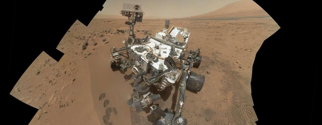 El viaje se produce en medio de grandes expectativas. Después de todo, es la razón de la misión de 2.500 millones de dólares que tiene como objetivo el cráter Gale, cerca del ecuador marciano. Desde el centro del antiguo cráter se eleva un pico de 4,8 kilómetros de alto (3 millas) con intrigantes capas de roca.
