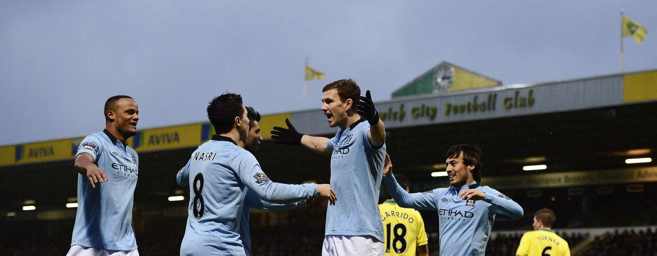 Manchester City's Edin Dzeko (C) celebrates after scoring his second goal. REUTERS/Dylan Martinez