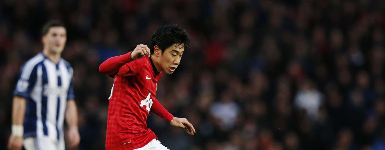 Manchester United's Shinji Kagawa shoots during their English Premier League soccer match against West Bromwich. REUTERS/Phil Noble