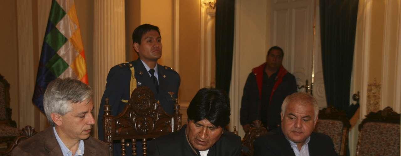 Evo Morales ha anunciado la nacionalización en un acto celebrado en el Palacio Quemado de La Paz. \