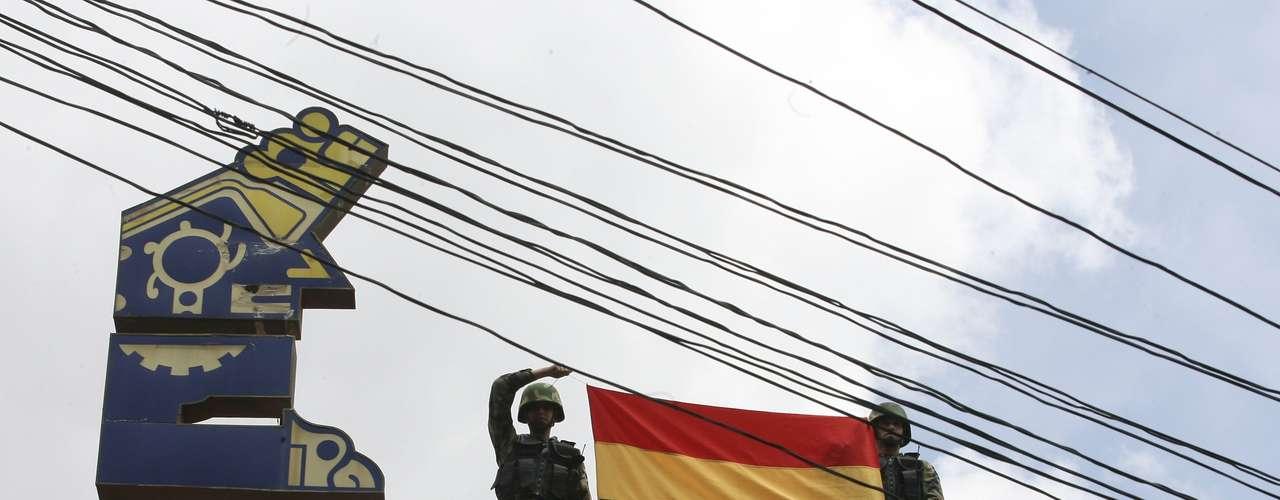 Electropaz y Elfeo pasarán a estar bajo control de la Empresa Nacional de Electricidad boliviana (Ende), que abonará el precio de las acciones después de que una empresa independiente realice una tasación, para lo cual dispondrá de un plazo de 180 días, según indicó el Gobierno boliviano.