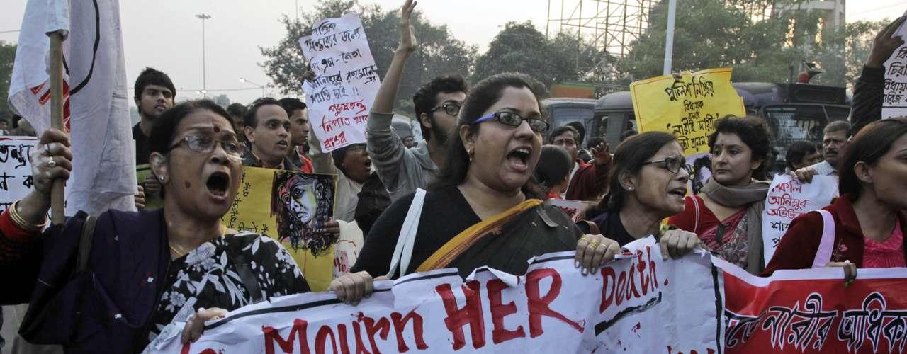 Un diplomático indio que acompañaba a la familia de la chica en Singapur, reveló que los padres de la joven \