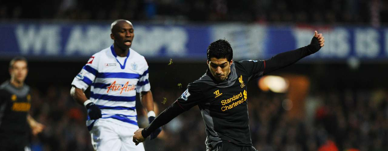Con un doblete de Luis Suárez, Liverpool consigue tres puntos importantes tras dar cuenta, a domicilio, del Queens Park Rangers, en el cierre del 2012 de la Premier League.