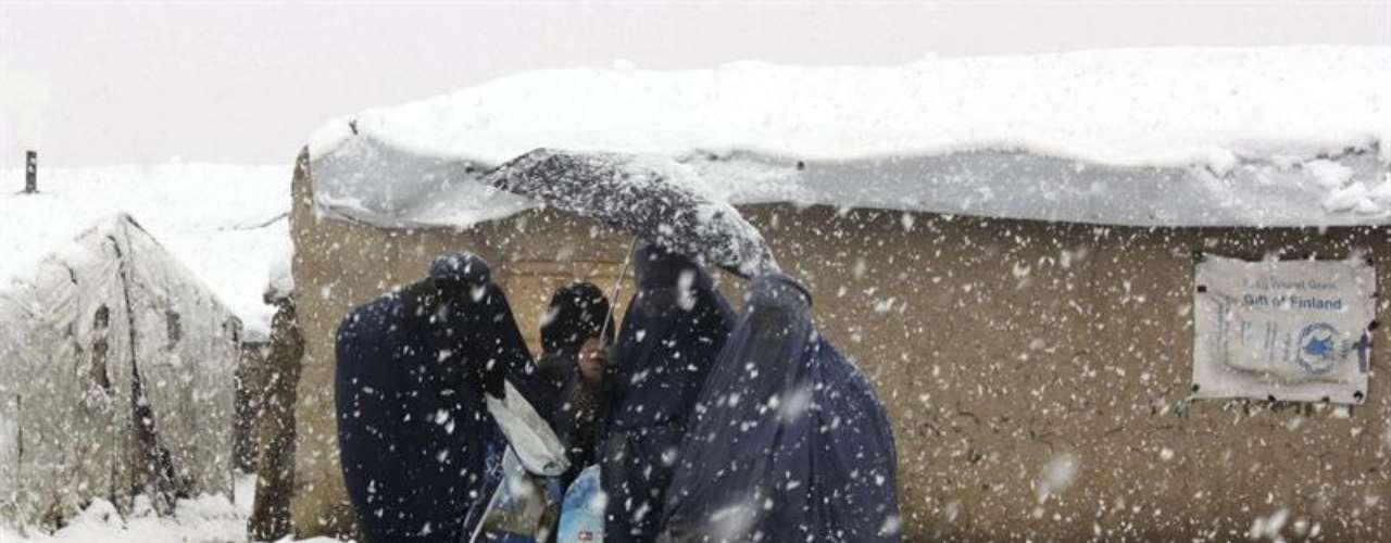 Más de dos millones de afganos se encuentran en peligro como consecuencia de las temperaturas extremas que se registran en invierno en el país, según datos proporcionados por la Oficina de Coordinación de Asuntos Humanitarios de la ONU (OCHA).