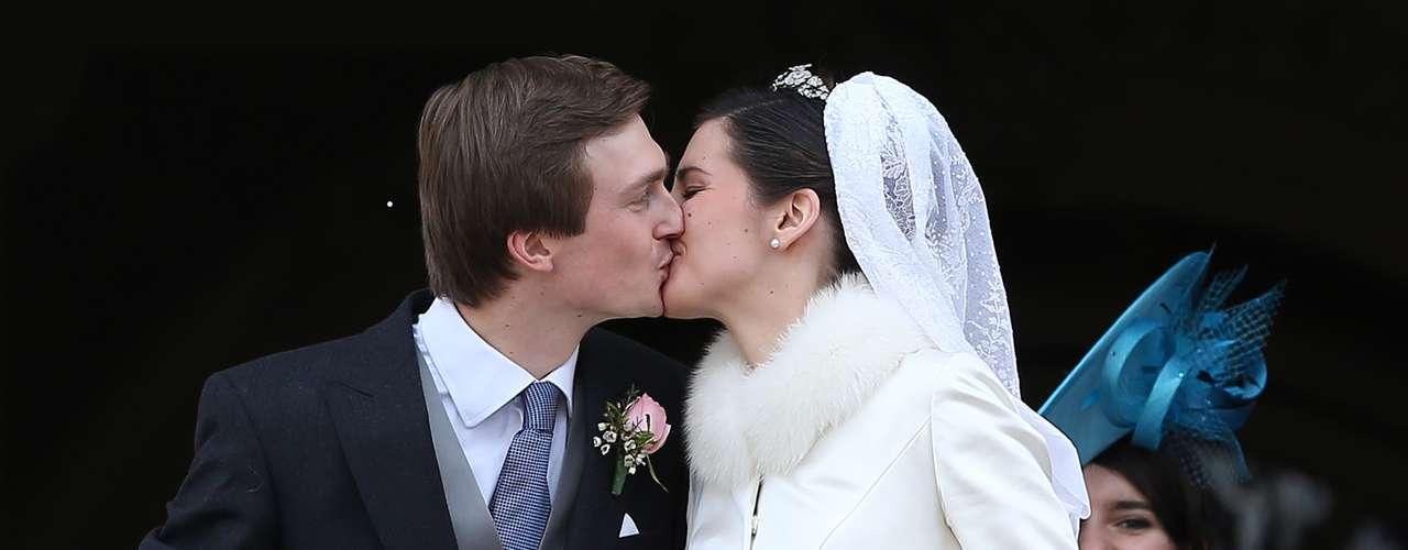 Tras darse el sí quiero, no faltó el tradicional beso en el balcón de los recién casados.
