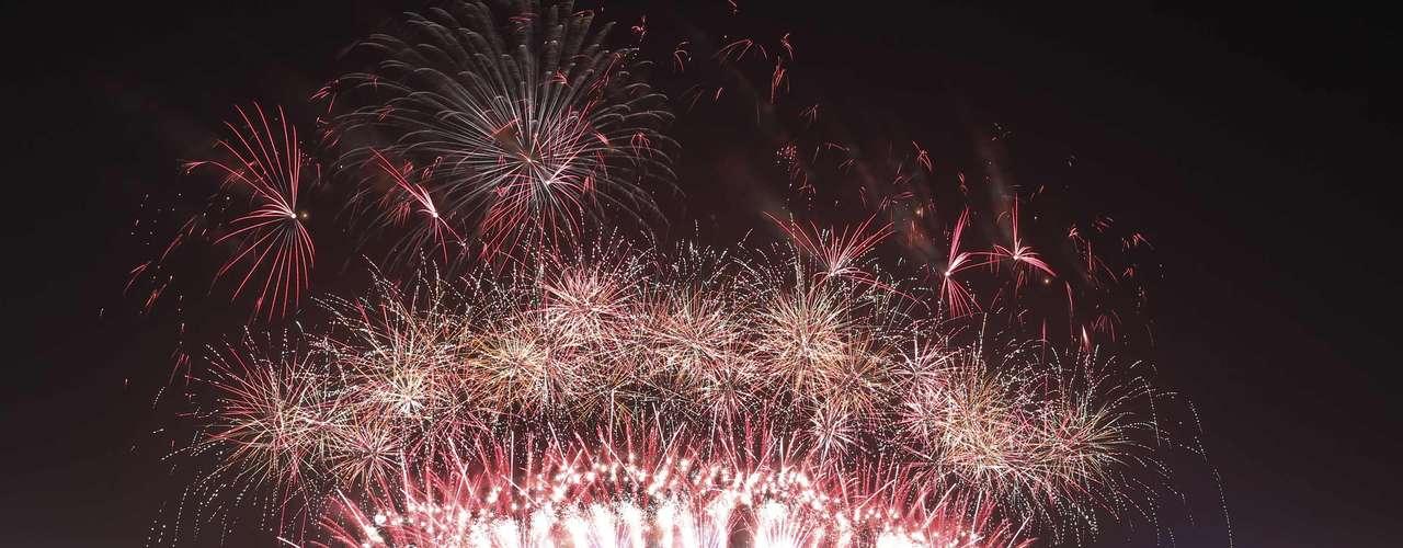 Los fuegos artificiales afuera de la Ópera de Sydney, donde más de 1 millón de personas se reunieron para celebrar el Año Nuevo.