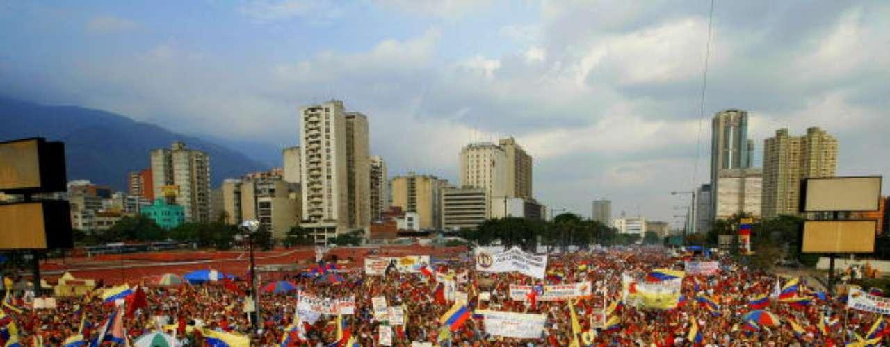 Las calles de Caracas se llenaron de partidarios de Hugo Chávez en el aniversario de su vuelta al poder después del fallido golpe de estado en 2002