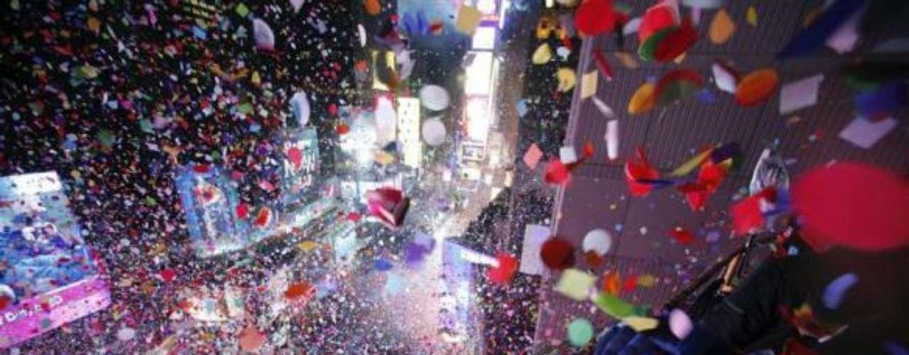El mundo preparó sus mejores galas para la mejor fiesta del año, aquí algunos ejemplos de cómo estuvieron las fiestas. Comenzamos con Nueva York, con su tradicional encuentro en Times Square con miles de personas, música y un despliegue de luces.
