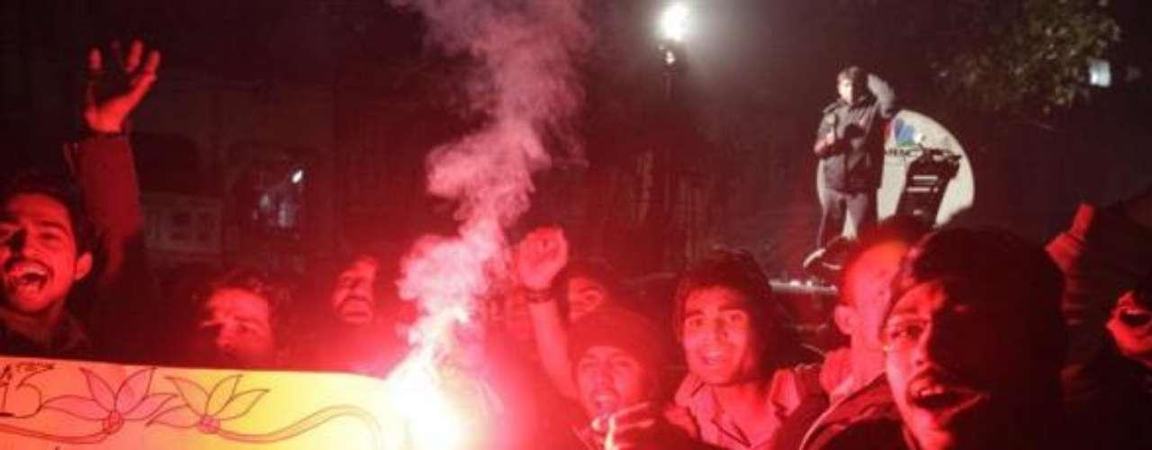 El Año Nuevo también llega a los rincones más lejanos del planeta. En esta foto, ciudadanos de Pakistán salieron a las calles a darle la bienvenida al año 2013.