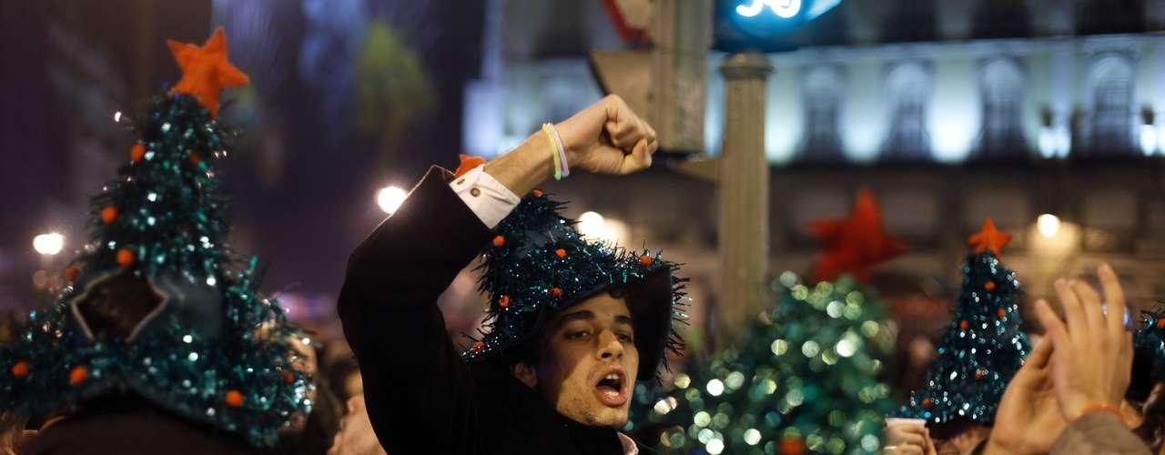 Pese a la crisis en que se encuentran inmersos miles de españoles, no dejaron de sonreír y festejar la llegada del 2013.
