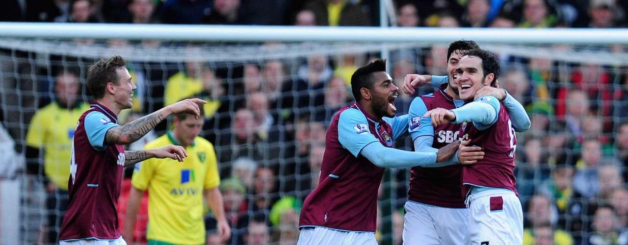 Los jugadores de West Ham celebran de forma eufórica su triunfo de 2-1 ante Norwich City.