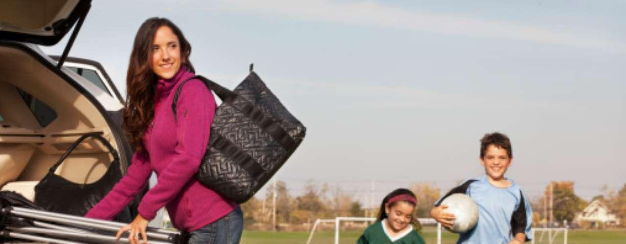 DE 5 a 12 AÑOS: Escoger una actividad física y no abandonarla. Puede ser fútbol, danza, básquetbol o natación, entre otras.