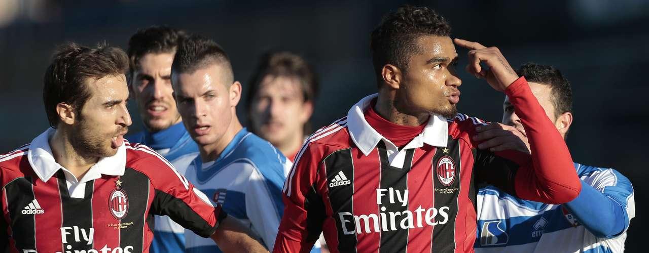 Un partido amistoso que disputaban el AC Milan y el Pro Patria, de la provincia de Varese (Lombardía), ha quedado suspendido después de que los jugadores del conjunto \