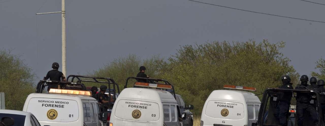 Uno de los sucesos más sangrientos que marcaron el 2012 fue el hallazgo en mayo de 49 cadáveres, 43 hombres y seis mujeres, en el kilómetro 47 de la carretera libre Monterrey-Reynosa. Las autoridades recibieron reportes del hallazgo de bolsas de plástico en la carpeta asfáltica y el acotamiento. Este suceso fue atribuido a una acción de los Zetas.