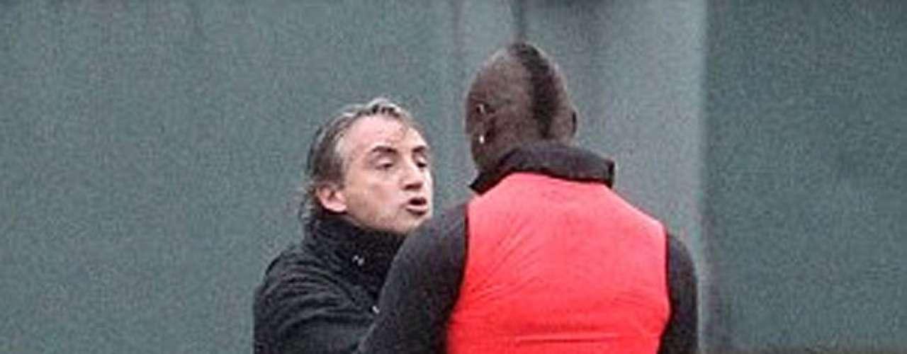 Mancini y Balotelli, protagonistas del entrenamiento 'citizen'