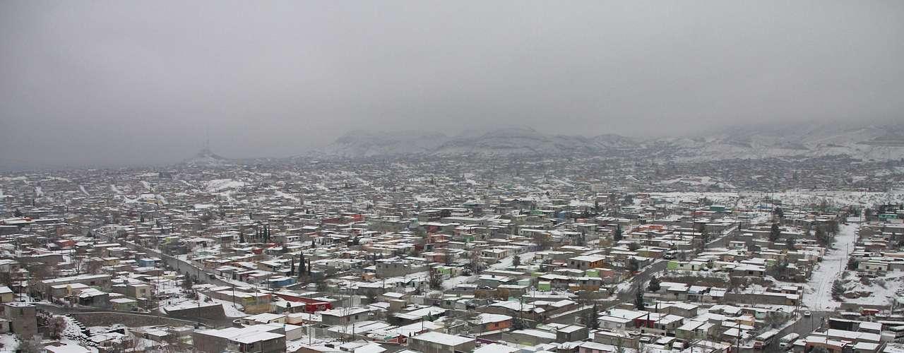 Otras dos personas fallecieron en la fronteriza Ciudad Juárez, una de ellas por quemaduras luego de que se incendiara su vivienda y la otra por intoxicación con monóxido de carbono, agregó Camacho.