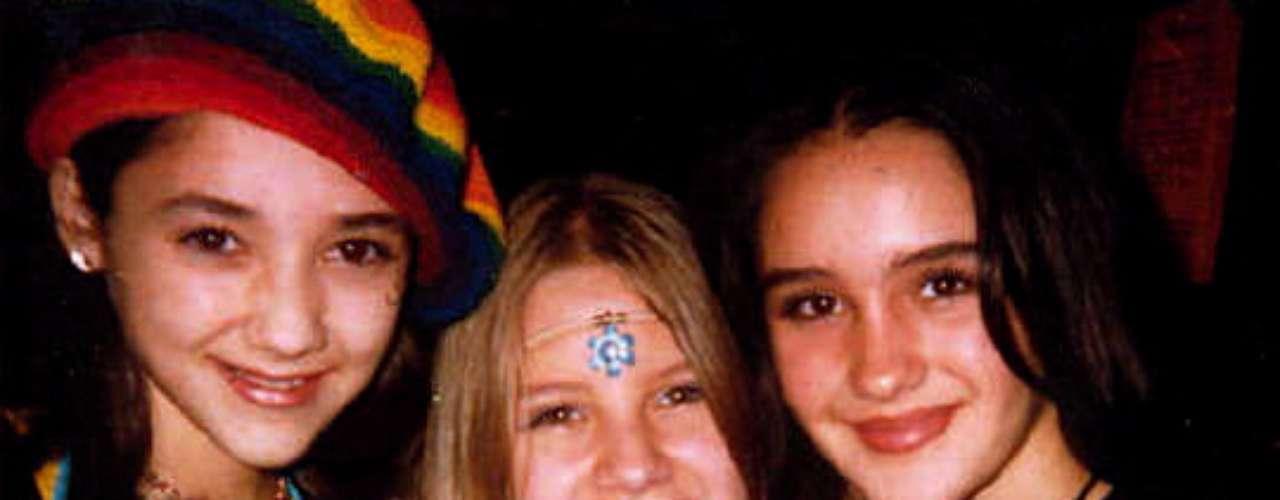 Dulce María con Sherlyn y Belinda en una foto para el recuerdo, alrededor del año 1995. Dulce tenía 9 años y ya pintaba de estrella; nació el 6 de diciembre de 1985/México, 1997.