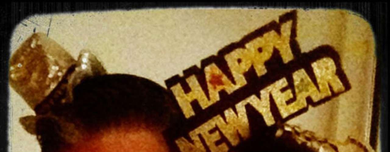 Galilea Montijo y su esposo, Fernando Reina, se pusieron las gafas del 2013 para desearles Happy New Year a todos sus seguidores.