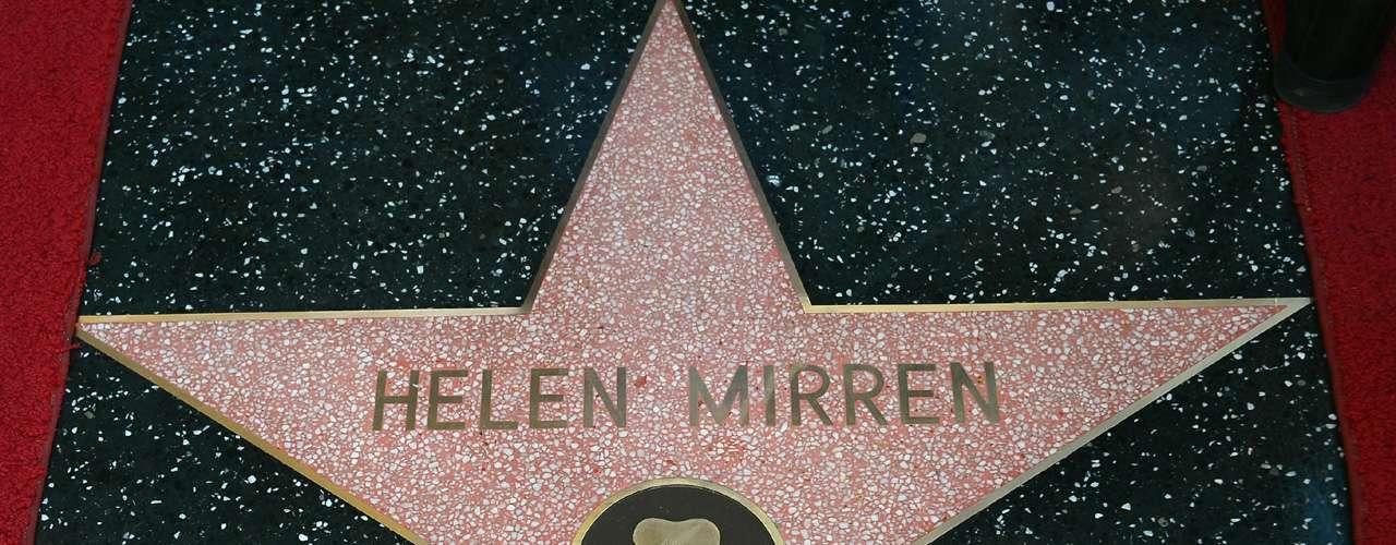 La estrella fue la número 2 mil 488 y se ubicó frente al histórico bar Pig N Whistle de Hollywood Bulevard.