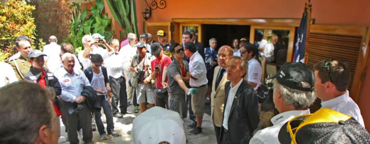 El Subsecretario de Deportes, Gabriel Ruiz Tagle, y el embajador de Chile en Perú, Fabio Vio, dieron la bienvenida a los corredores de dicho país que participarán en el Dakar 2013 a partir del 5 de enero.