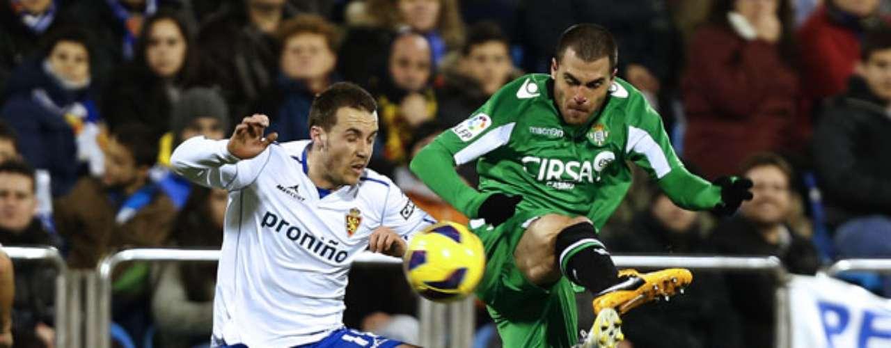 Betis' defender Javier Chica (R) vies with Zaragoza's midfielder Paco Montanes.