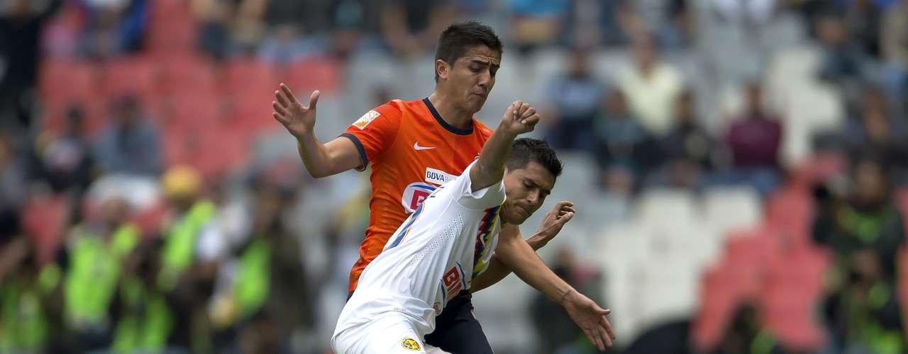 Las Águilas aprovecharon que Rayados salió a encerrarse para tomar el control de las acciones.