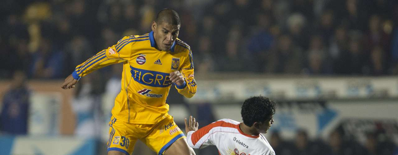 Emanuel Villa debutó con Tigres con tres goles, en el triunfo de los universitarios 3-0 sobre Jaguares de Chiapas. Lucas Lobos colaboró con las tres asistencias.