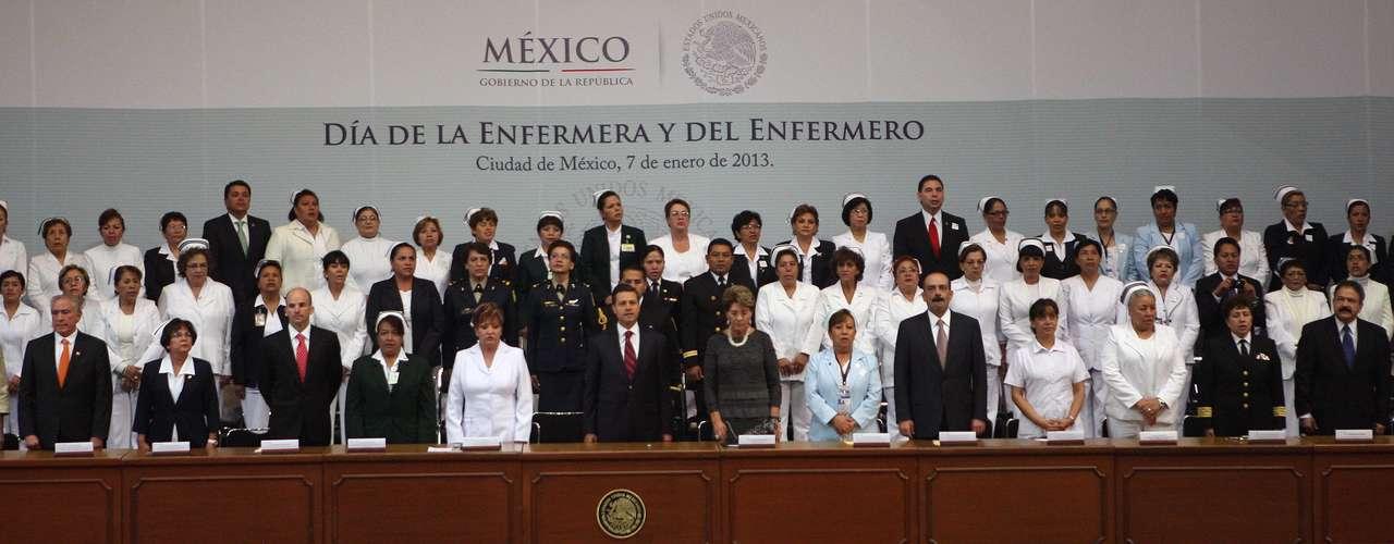 Tras reconocer el valor de la profesión y la gran calidad humana de las enfermeras y enfermeros de México, consideró que están entre los mejores del mundo. Por eso, señaló, la salud de los mexicanos está en buenas manos.
