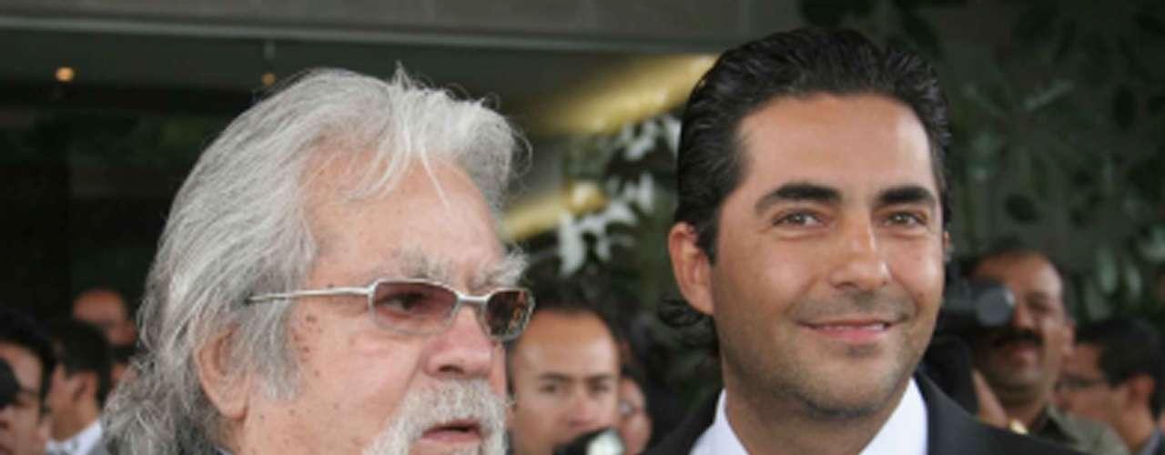 Fue su hijo Raúl Araiza quien confirmó la muerte del productor a través de las cámaras del programa 'Hoy'.