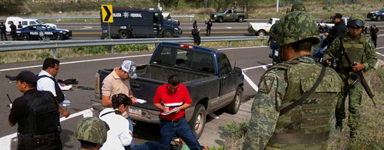 La ola de violencia que aqueja al estado mexicano de Michoacán ha llegado a niveles preocupantes para las autoridades locales y federales, que ya comenzaron a tomar medidas de gravedad.