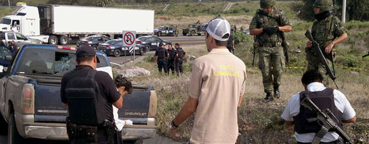 A raíz de los enfrentamientos, secuestros, emboscadas, ataques contra autoridades y otros hechos de violencia registrados durante las últimas semanas en municipios michoacanos como Marcos Castellanos, se declaró el toque de queda a partir de las 20:00 horas.