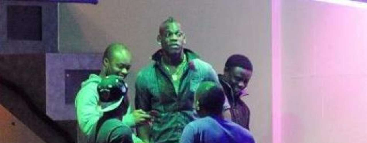 PARTY BOY. Several times paparazzi have caught Balotelli leaving night clubs. One of most talked about was on March 2012, 48 hours before a Premier League game, and it was rumored he was hanging out with a dancer of the club.