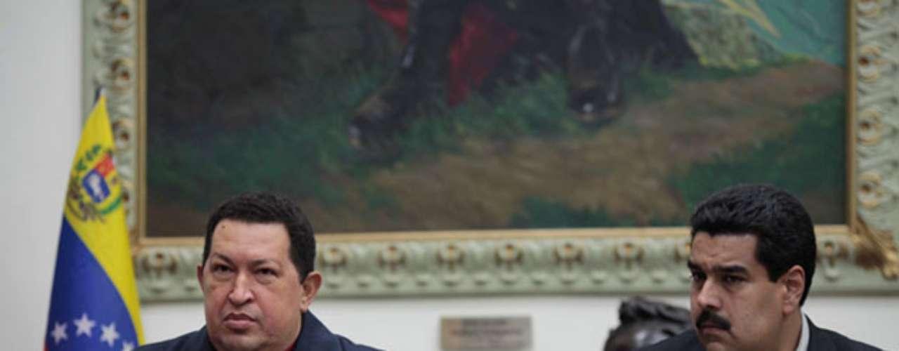 El presidente Chávez designó el 8 de diciembre de 2012 como posible sucesor a Nicolás Maduro, al pedir a los venezolanos que voten por el si debido a su nueva recaída del cáncer fuera \
