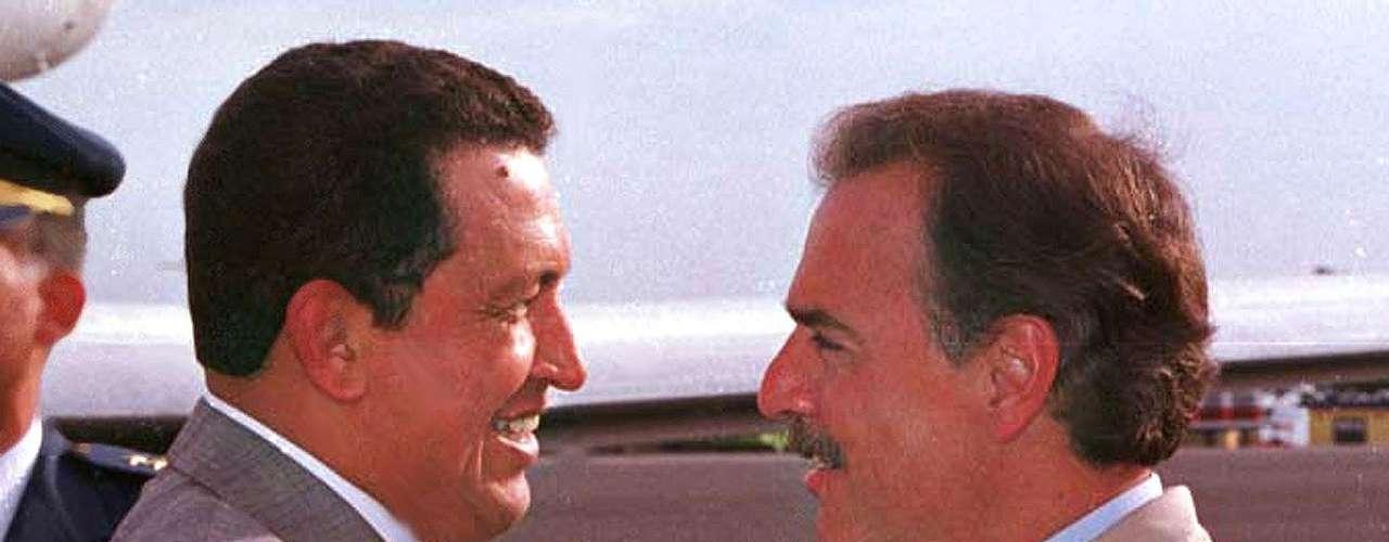 Santa Marta, Colombia. El expresidente Andrés Pastrana saluda al presidente electo de Venezuela Hugo Chávez el 17 de diciembre de 1998.