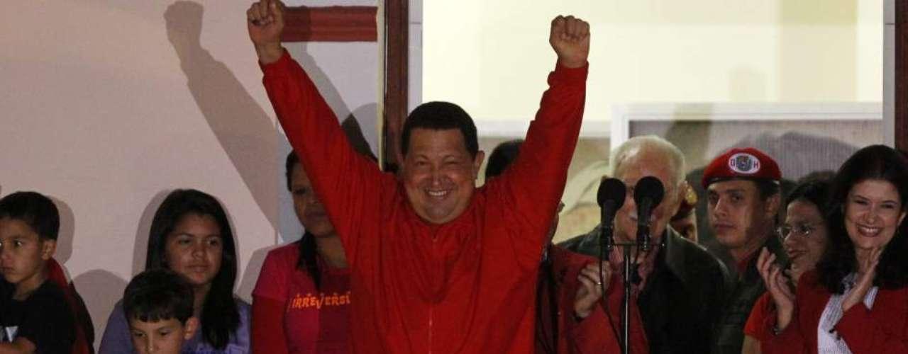 El presidente Hugo Chávez fue reelegido el 7 de octubre de 2012 por tercera vez desde que llegó al poder en 1999. El mandatario gobernaría hasta que finalizará en 2019. Chávez sacó una ventaja de diez puntos (54,4 frente a 44,97 por ciento) al siguiente candidato más votado, Henrique Capriles, que representó a la oposición unida.