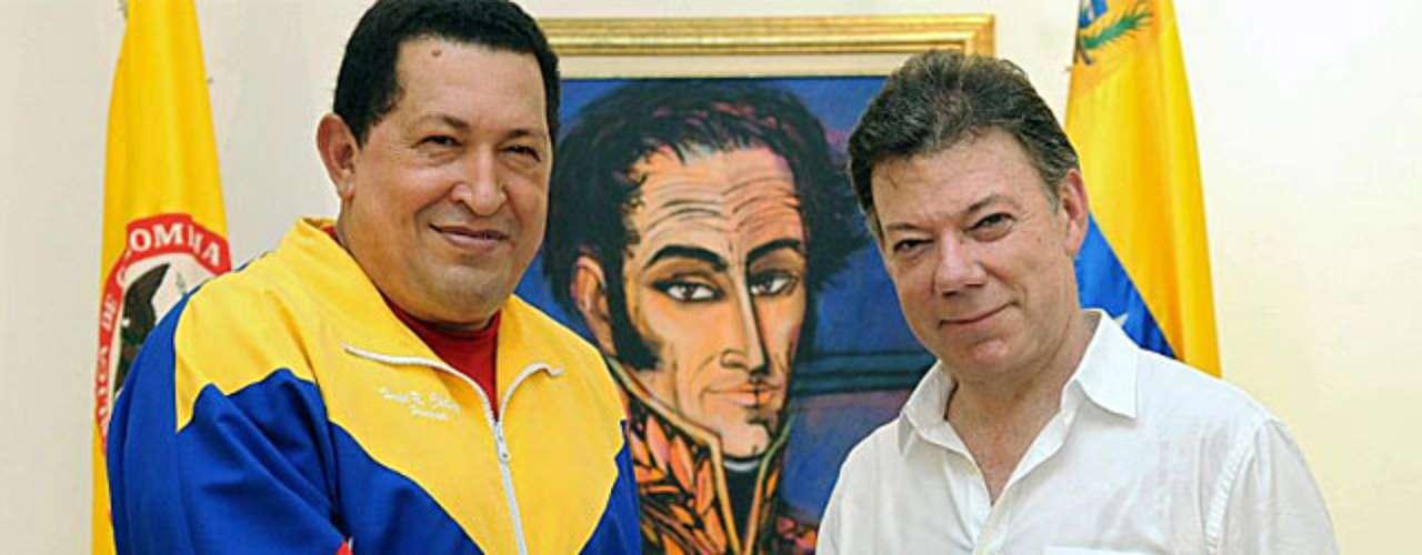 Los presidentes de Venezuela, Hugo Chávez, y de Colombia, Juan Manuel Santos, anunciaron tarde el restablecimiento de las relaciones diplomáticas y comerciales entre los dos países, rotas el 22 de julio y tras más de un año congeladas, en una rueda de prensa conjunta al final de cinco horas de conversaciones a puerta cerrada. Esto ocurrió el 10 de agosto de 2010.