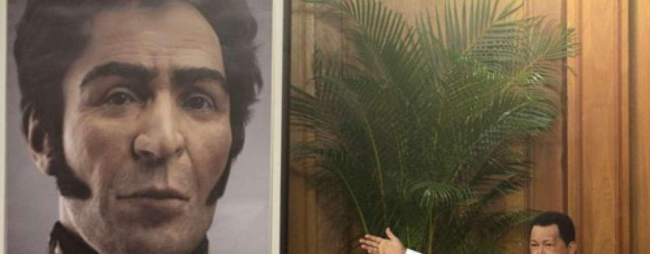 El presidente venezolano Hugo Chávez develó el 25 de julio de 2012 un rostro computarizado del libertador Simón Bolívar, realizado tras un análisis de sus restos, al encabezar los actos de conmemoración por los 229 años del natalicio del héroe independentista suramericano.