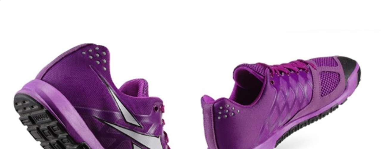 CrossFit Nano 2.0. Probado y usado por atletas de CrossFit de élite, el calzado deportivo Reebok CrossFit Nano 2.0 es flexible, transpirable y duradero, lo que lo hace perfecto para los entrenamientos de CrossFit. Empeine de malla transpirable para una excelente ventilación. El entramado de la parte superior reduce el peso y al mismo tiempo añade flexibilidad.
