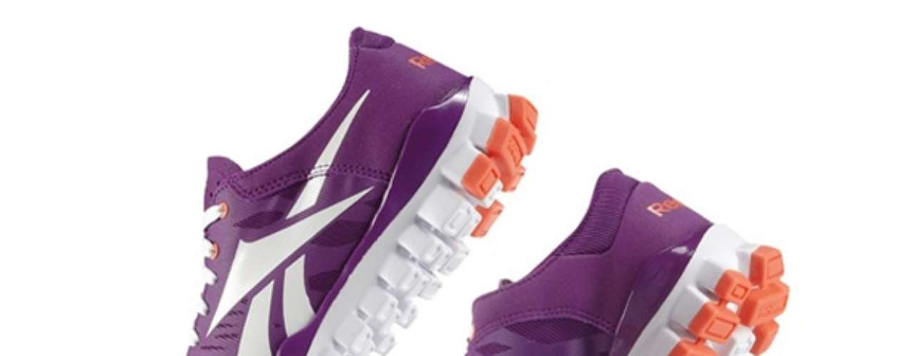 RealFlex Fusion. El calzado deportivo fue diseñado con nódulos flexibles independientes que ayudan al movimiento y flexión de tu pie. La suela 3D Ultralite viene con goma adicional en el talón y antepié para mayor adherencia. La doble capa de malla del empeine proporciona excelente transpirabilidad, flexibilidad y comodidad.