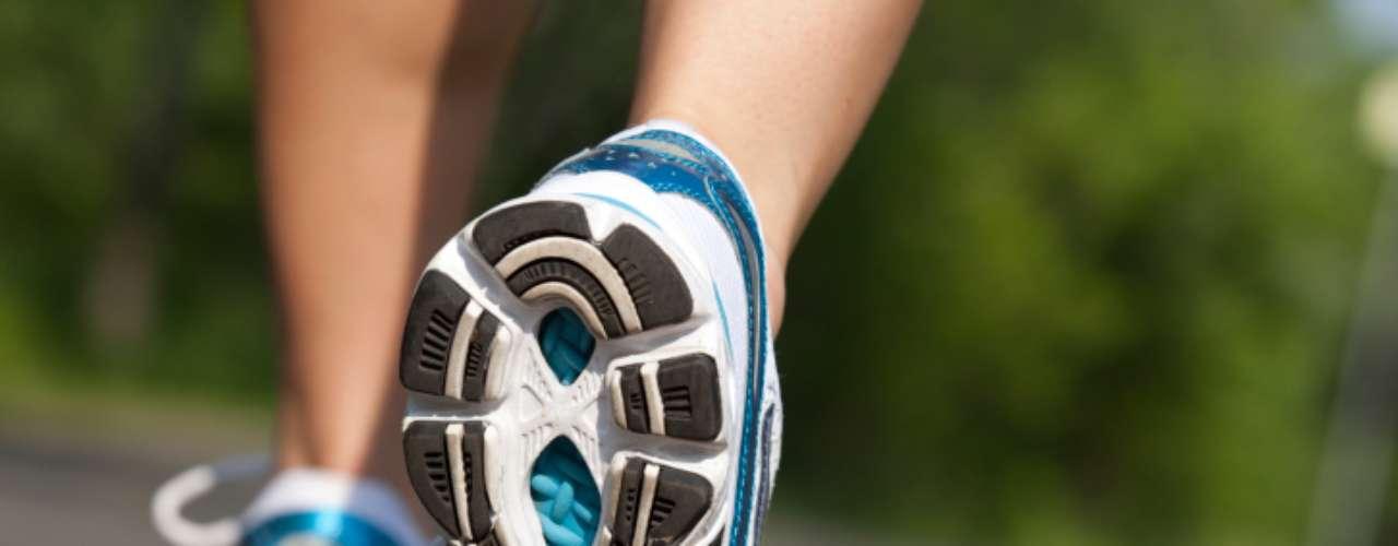 Si uno de tus propósitos de Año Nuevo fue comenzar a hacer ejercicio y sobre todo correr, te presentamos algunos de los mejores modelos que puedes encontrar en el mercado. Toma nota de las características de cada calzado y escoge el que más se adecúe a tus necesidades.