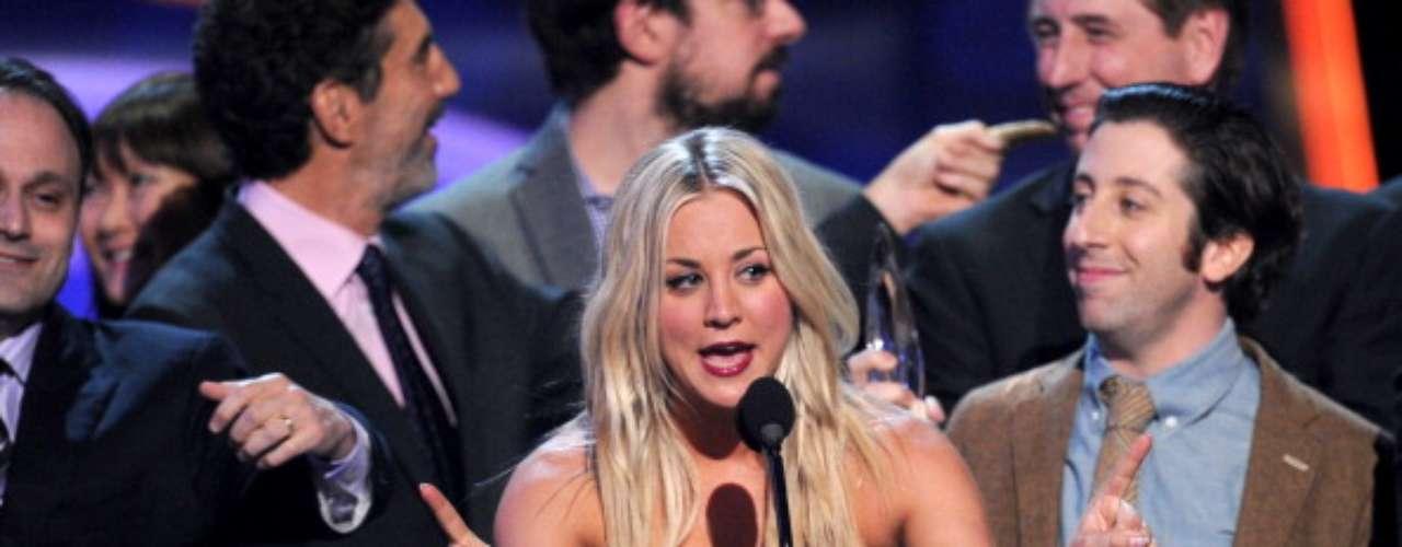 The Big Bang Theory se llevó el último premio de la noche como Show Favorito de Comedia en un Canal de TV abierta, y la también actriz del show, y conductora de la noche, Kaley Cuoco cerró con un emotivo discurso.