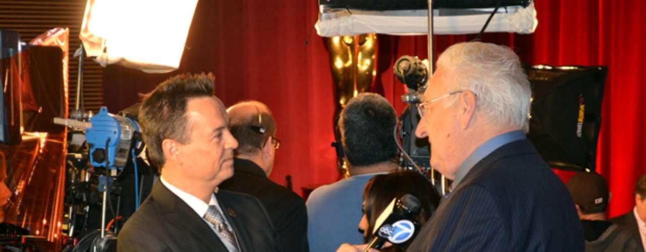 George Pennachio de KABC haciendo su trabajo sobre las nominaciones.