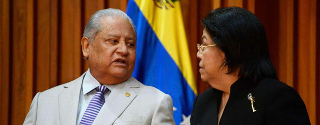 Por fin, el Tribunal Supremo de Justicia (TSJ) venezolano sentenció este miércoles que el presidente Hugo Chávez, hospitalizado en Cuba, podría tomar posesión de su cargo después del 10 de enero ante esa institución.