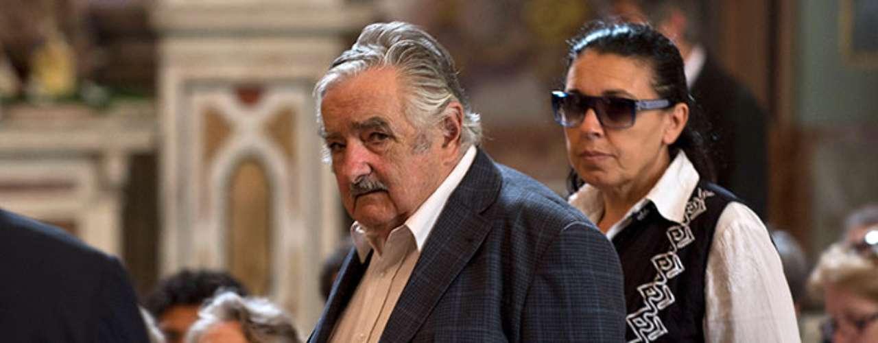 En medio de tal incertidumbre política y social, los presidentes de Uruguay, José Mujica, Bolivia, Evo Morales, y Nicaragua, Daniel Ortega, en solidaridad con Hugo Chávez, estarán presentes en Cararcas durante el acto convocado por el chavismo en apoyo del comandante. (Fuentes: Agencias)