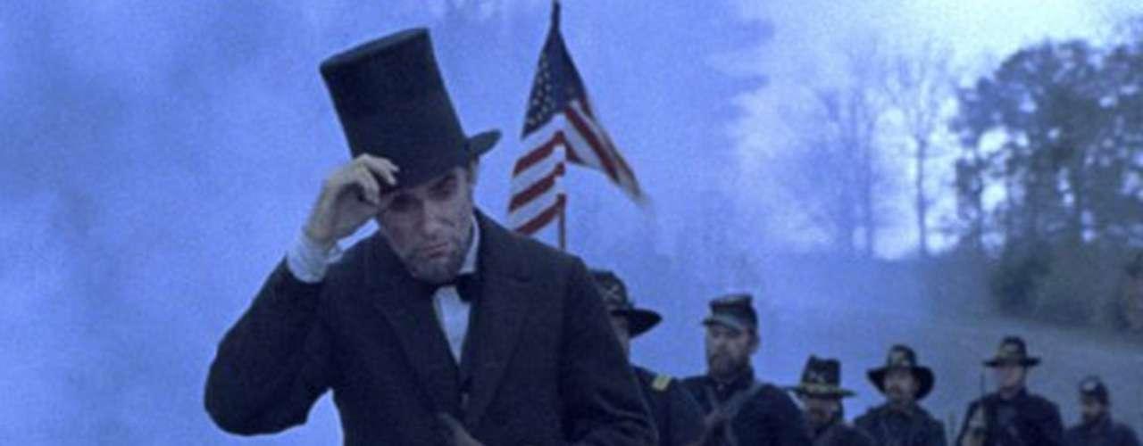 La carrera por el Oscar 2013 ha comenzado y aquí te presentamos los filmes que más nominaciones presentan. En primer lugar se encuentra 'Lincoln', el filme biográfico de Steven Spielberg sobre el decimosexto presidente de EU Abraham Lincoln, que tienen12 nominaciones en total. Lincoln opta por el premio a Mejor Película, Mejor Actor (Daniel Day-Lewis), Mejor Actor de Reparto (Tommy Lee Jones), Mejor Actriz de Reparto (Sally Field), Mejor Director (Steven Spielberg), Mejor Guion Adaptado (Tony Kushner), Mejor Fotografía (Janusz Kaminsk), Mejor Vestuario (Joanna Johnston), Mejor Edición (Michael Kahn), Mejor Música Original (John Williams), Mejor Diseño de Producción (Rick Carter y Jim Erickson) y Mejor Mezcla de Sonido (Andy Nelson, Gary Rydstrom y Ronald Judkins).