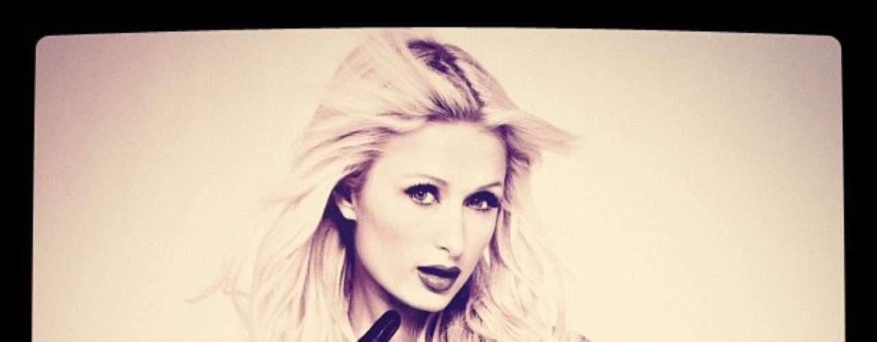 Paris Hilton es una socialité con más escándalos en su pasado. En cuestión de estilo se puede decir queoscila entrelo sensual ylo glamuroso.