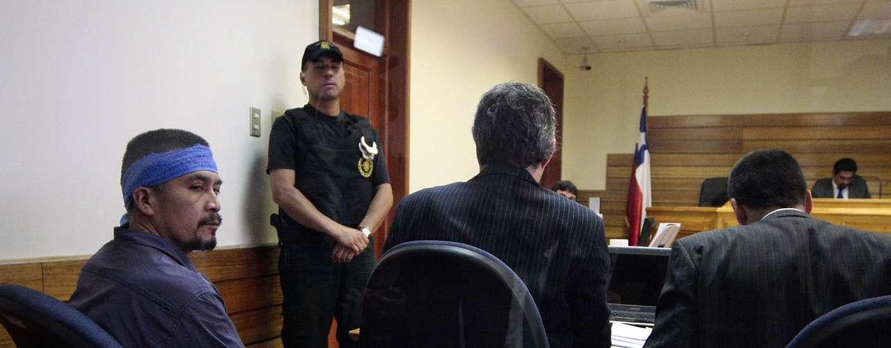 Hasta el Tribunal de Cañete fue llevado por personal de Gendarmeria el líder mapuche y máximo dirigente de la Coordinadora Arauco Malleco (CAM), Héctor Llaitul Carillanca, para solicitar que se le abone a su actual condena los días que estuvo detenido por otras causas judiciales y por las cuales fue absuelto. De acogerse la solicitud, el líder mapuche podría acceder a beneficios carcelarios.